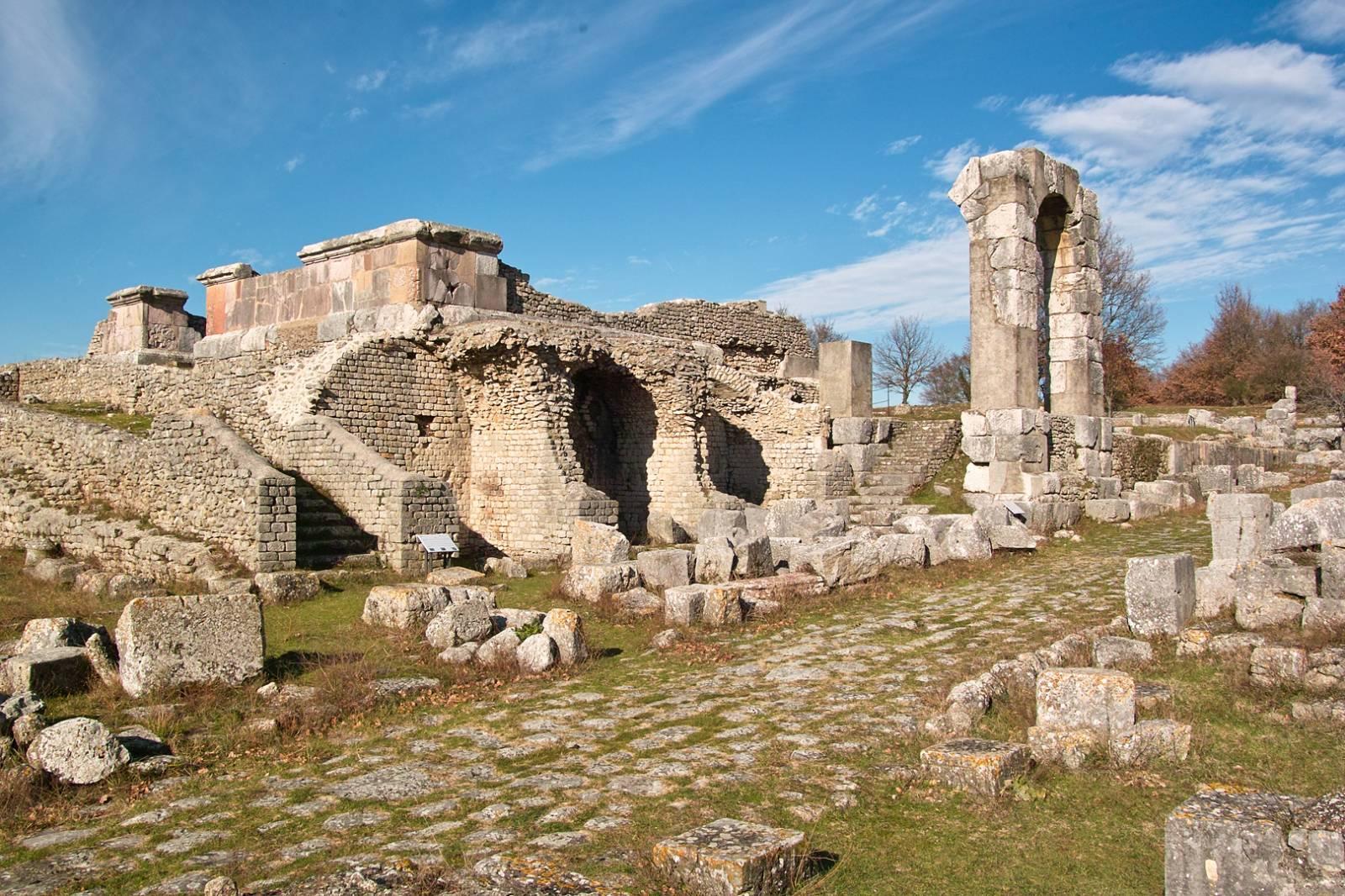 (PDF) La chiesa e l'abbazia di San Gemini presso …