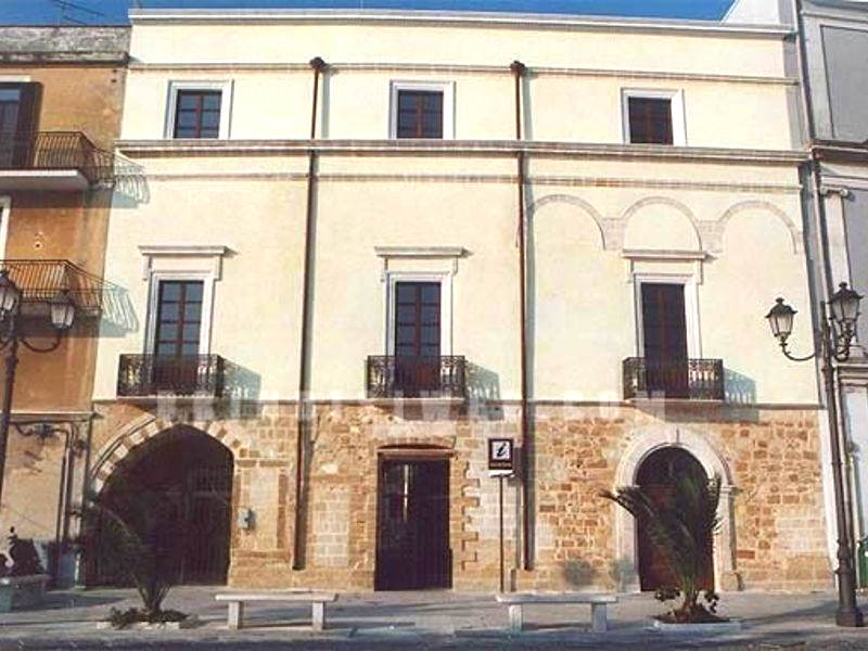 Casa del Turista, Brindisi