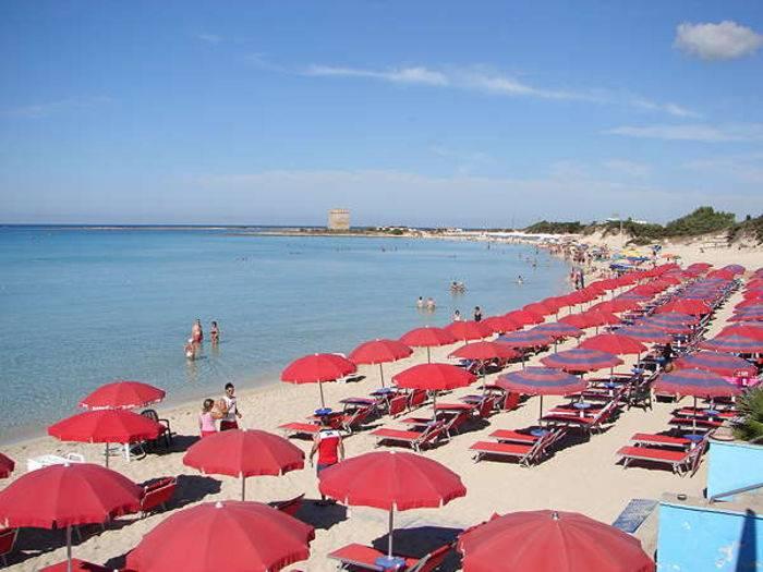 La spiaggia privata dell'hotel Le Dune a Porto Cesareo (Lecce)