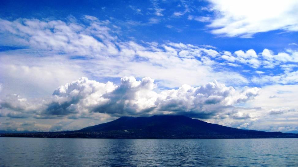 Nuvole sul Vesuvio