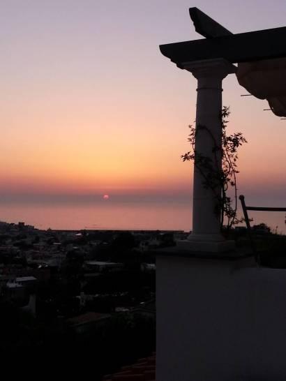Vista sul mare al tramonto