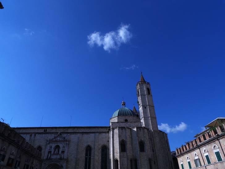 Cielo azzurro su Ascoli