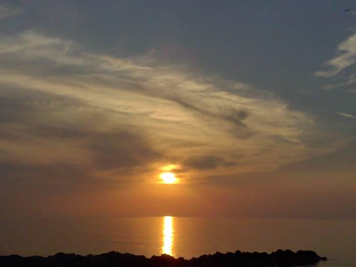 Passeggiata sotto un magnifico cielo di Sicilia