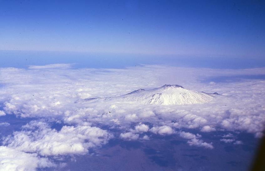 Cornice di nuvole sull'Etna