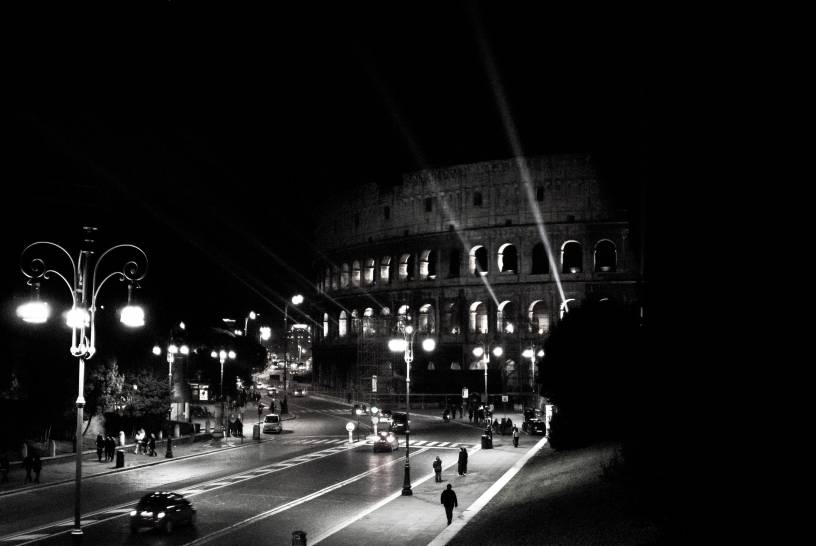 Cielo di notte e il Colosseo