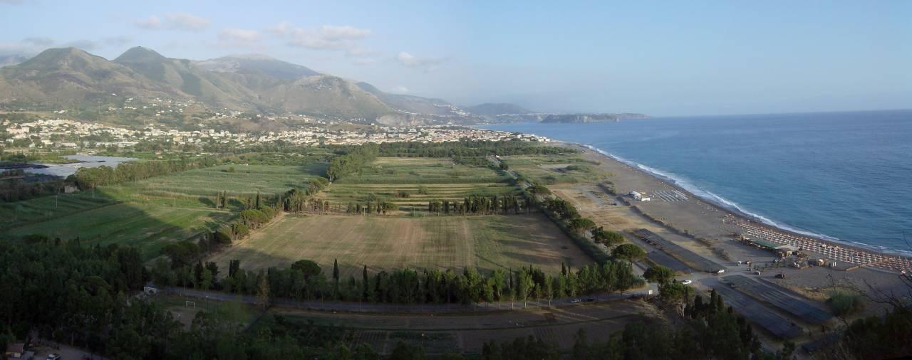 Cielo sulla spiaggia di Castrocucco..fra i frutteti e il mare!