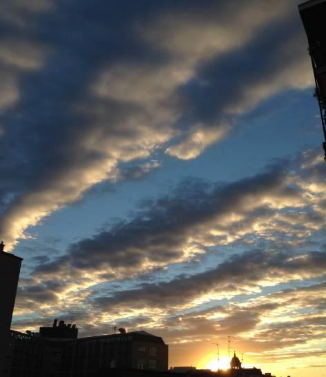 Il cielo dagli uffici milanesi