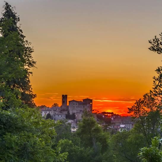 Magia al tramonto sulle colline romagnole : Longiano