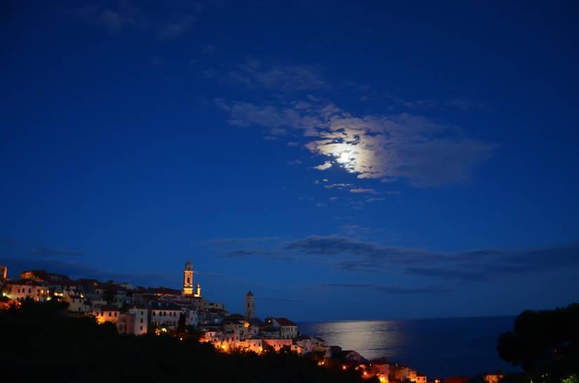 Luna tra le nuvole
