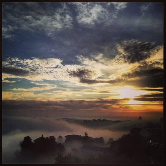 L'alba maceratese nella nebbia