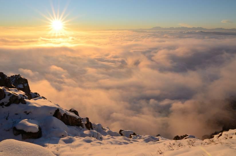 Tramonto oltre le nuvole