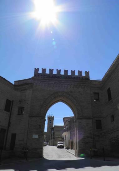 Il sole che illumina uno dei borghi più belli d'Italia.....Montelupone