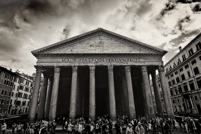Nuvole minacciose sul Pantheon