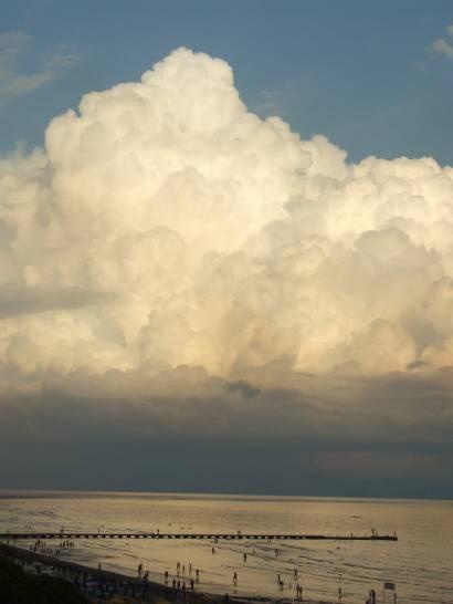 Nuvola sul mare