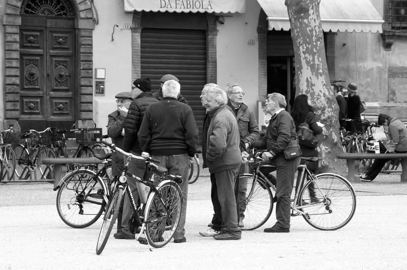 Raduno in Piazza del Giglio a Lucca