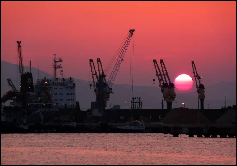 tramonto al porto di Cagliari