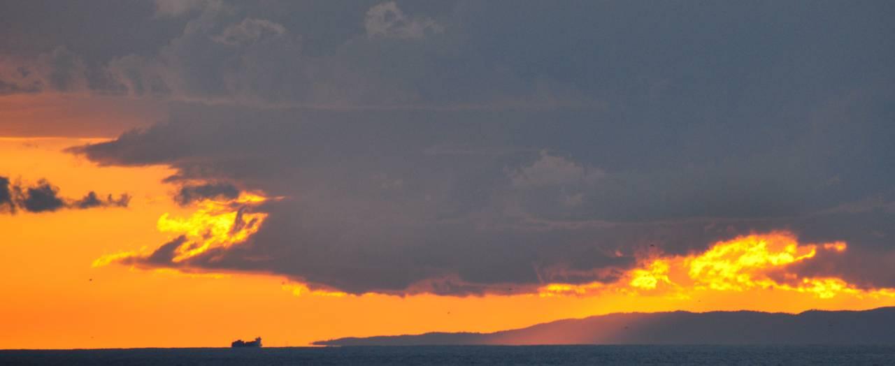 tramonto sulla riviera di ponente