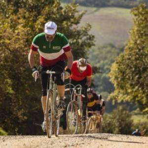 Gli eroi delle strade bianche: storie di bicicletta a Roma