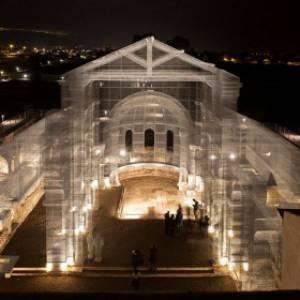 A Siponto, in Puglia, una straordinaria installazione ricostruisce la Basilica