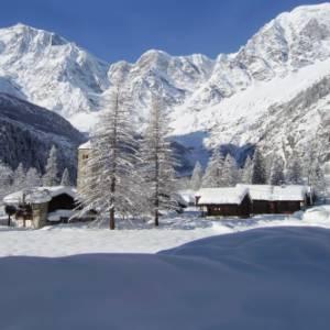 Dieci borghi delle Alpi all'ombra dei Quattromila