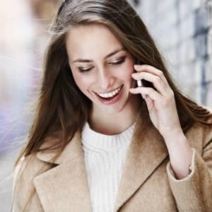 Telefonare quando si è all'estero: calano le tariffe del roaming
