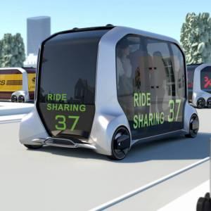 Scooter pieghevoli e auto senza volante: come ci muoveremo in città