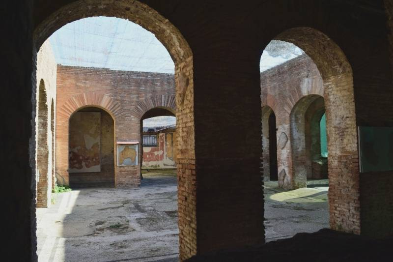 Roma visita alle case dipinte di ostia antica per for Interno 1 ostia