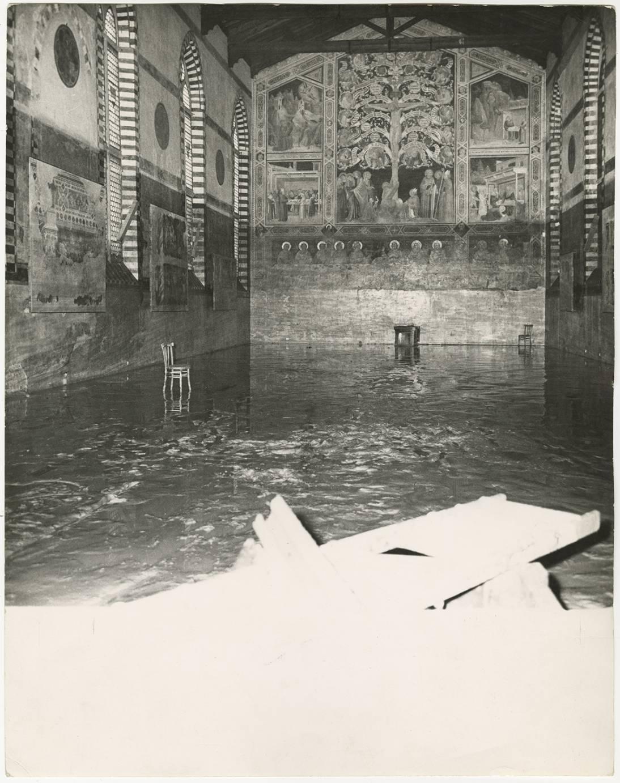 L alluvione di firenze e gli angeli del fango nelle foto for Disegni della stanza del fango