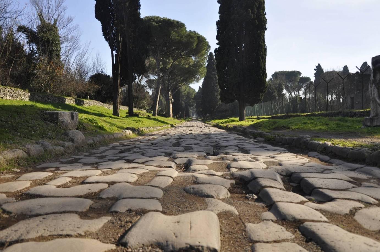 Pedalata al tramonto sull'Appia Antica e nella Valle della Caffarella