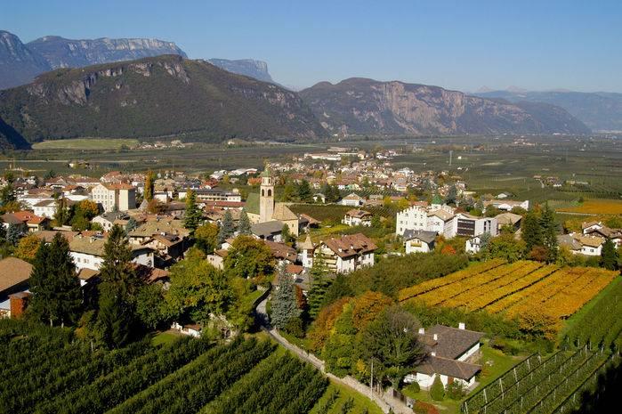 Scorcio dell'abitato di Egna/Neumarkt, nella bassa val d'Adige.