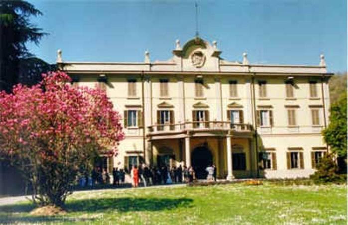 Carvico, villa Bisutti