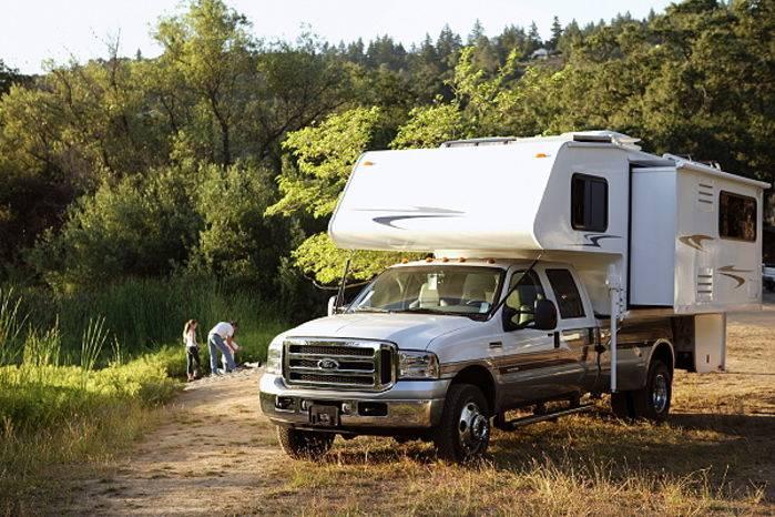 Un tipico truck camper nordamericano.