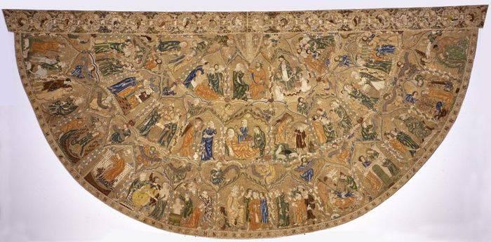 Il prezioso piviale di Pio II, di nuovo esposto a Pienza dopo il restauro.