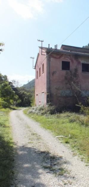 Case cantoniere, stazioni, rifugi: inizia una nuova vita per 100 immobili lungo cammini e piste ciclabili