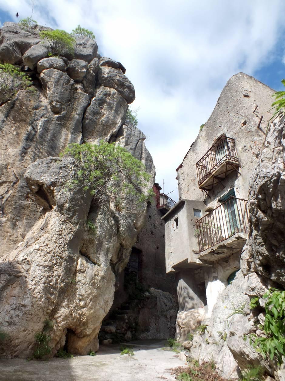 La Casa Nella Roccia.La Casa Nella Roccia Concorso Fotografico Borghi D Italia