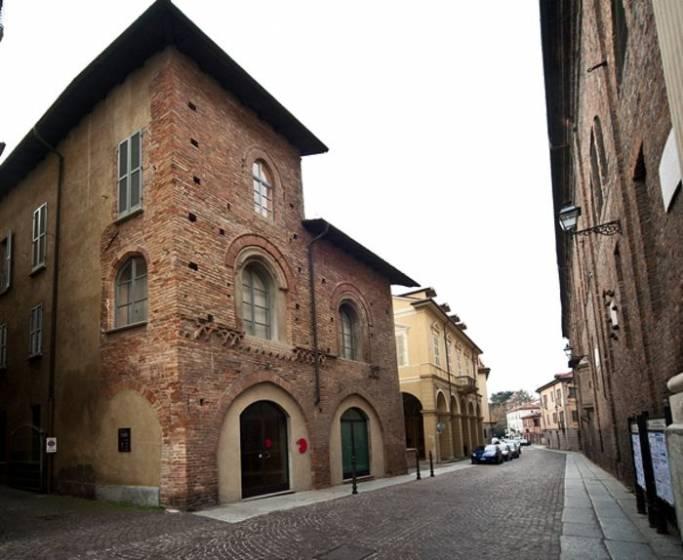 Vista esterna del Palazzetto Medievale, sede della pinacoteca Il Divisionismo.