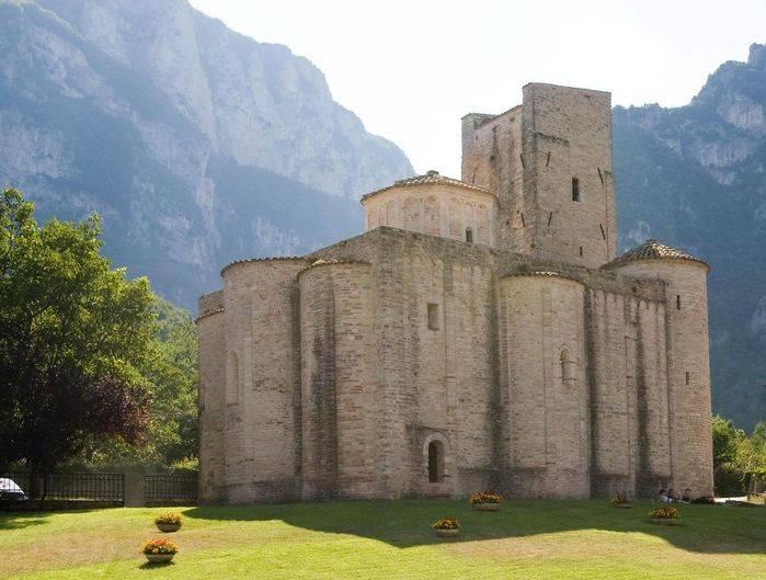 Genga (An), Bandiera arancione Tci: la chiesa di S. Vittore delle Chiuse