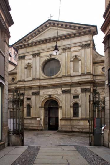 La facciata di S. Maria presso S. Satiro, a Milano.