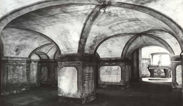 La cripta della Ca' Granda a Milano in un'immagine storica.