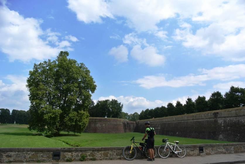 Bagno Balena Marina Di Pisa : Weekend in bicicletta in toscana tra viareggio pisa e lucca 6 di 9