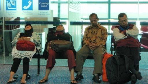 Dormire in aeroporto: sogno o incubo?