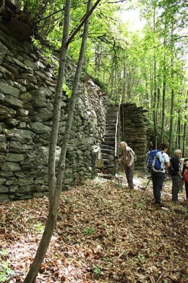 La muraglia megalitica di Varchignoli alta 5-6 metri