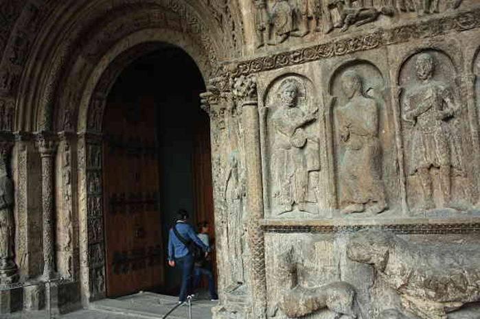 Il portale del monastero di S. Maria a Ripoll