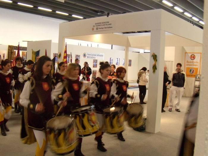 L'esibizione del gruppo storico di Castrocaro Terme e Terra del Sole, località Bandiera arancione