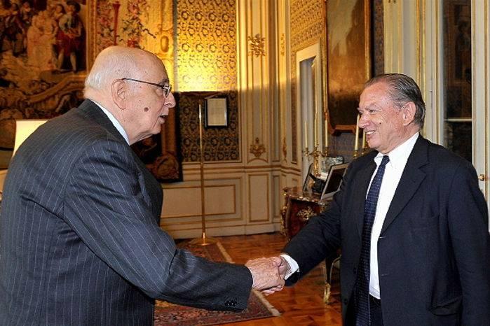 La cordiale accoglienza di Giorgio Napolitano al presidente del Tci Iseppi.
