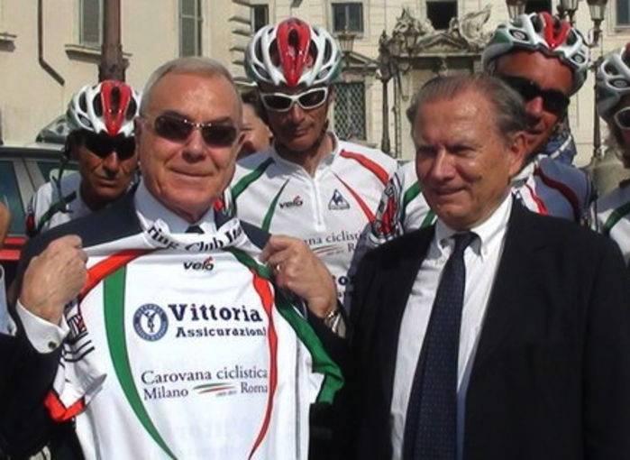 Gianni Letta e Franco Iseppi in piazza del Quirinale.