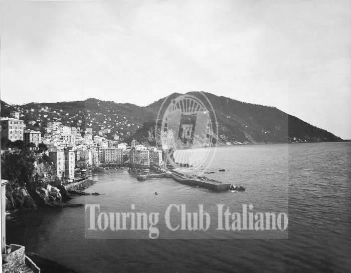 Veduta di Camogli (Genova) da ponente. 1920-1930, Archivio Tci