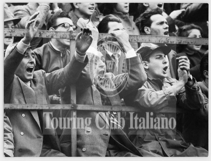 Tifosi di calcio. 1963, Archivio Tci
