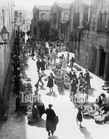 Mercato a Santiago de Compostela. 1950, Archivio Tci