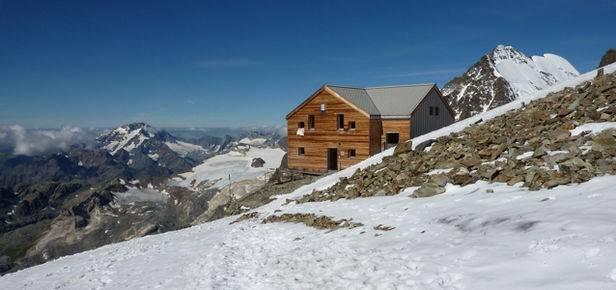 Una mostra fotografica per i 100 anni del rifugio sul Bernina